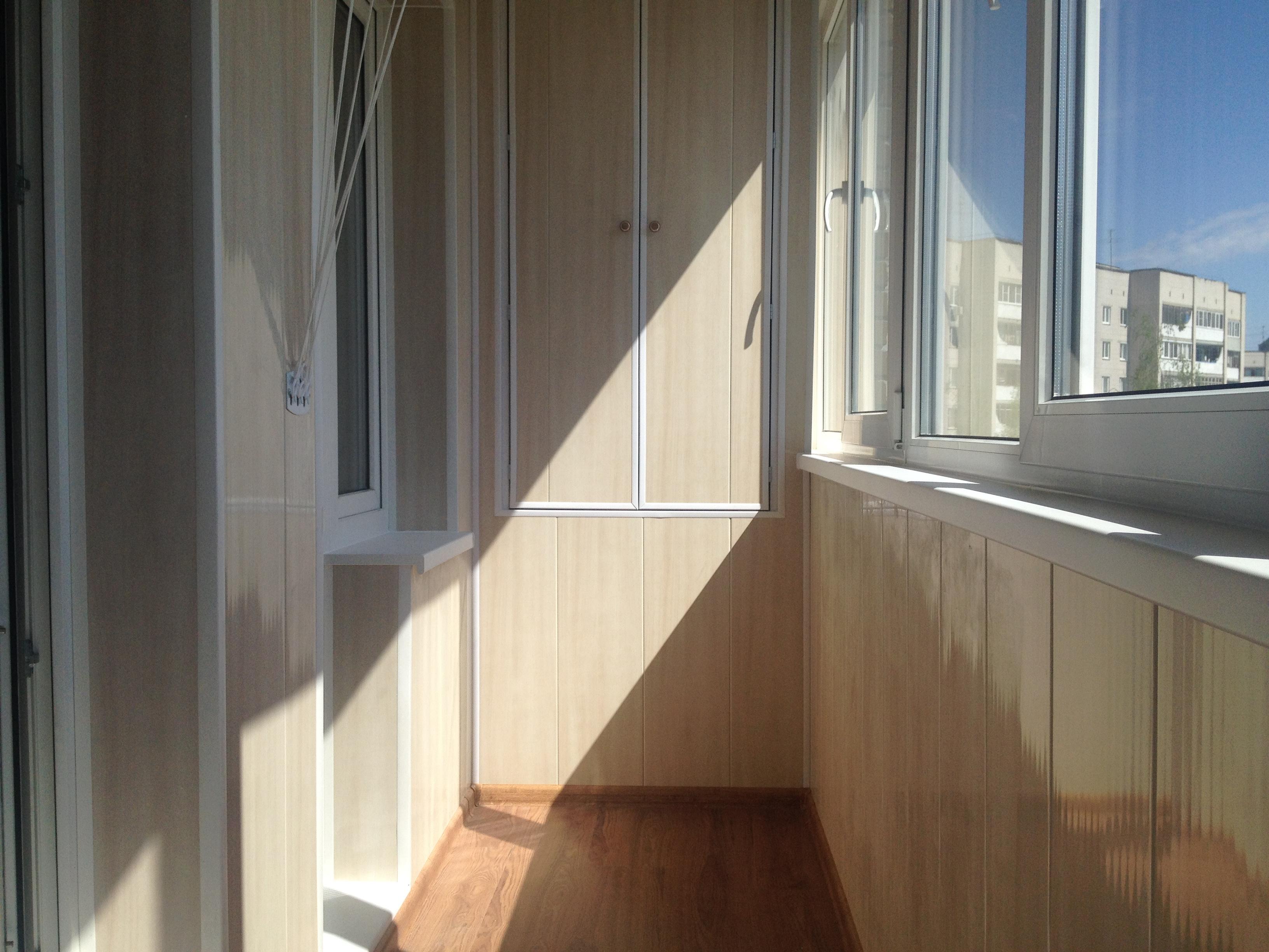 Отделка балконов и лоджий пластиковыми панелями: фото и цены.
